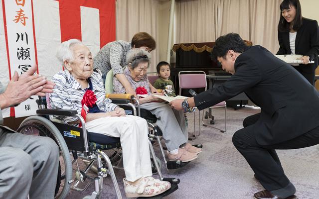 100歳のお祝いの会が開かれました